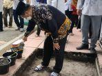 prof-dr-husain-syam-meletakkan-batu-pertama-pembangunan-rumah-tahfidzul-qurani.jpg