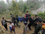 proses-evakuasi-korban-jatuhnya-pesawat-aviastar-di-desa-ulusalu-kecamatan-latimojong.jpg