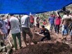 proses-pemakaman-mayat-yang-ditemukan-di-pinggir-sungai-sapanang-jeneponto.jpg