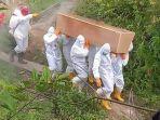 proses-pemakaman-pasien-covid-19-asa-kabupaten-mamasa.jpg