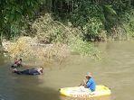 proses-pencarian-korban-kecelakaan-yang-terjun-ke-sungai-mamasa-rabu-552021.jpg