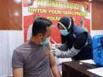 proses-vaksinasi-tahap-dua-berlangsung-di-kabupaten-wajo-kamis-432021.jpg