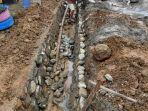 proyek-pembangunan-drainase-di-desa-komba-kecamatan-larompong.jpg