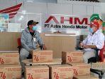 pt-astra-honda-motor-membagikan-paket-merdeka-peduli-masyarakat-berupa-beras.jpg