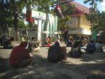 puluhan-demonstran-sudah-menggelar-aksi-di-depan-gedung-dprd-sulawesi-selatan.jpg