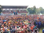 puluhan-ribu-pendukung-hadiri-kampanye-akbar-barakka-di-stadion-andi-ninnong-jl-rusa_20180621_161442.jpg