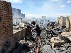 puluhan-rumah-terbakar-di-pemukiman-padat-penduduk-kampung-lepping-jl-muh-tahir.jpg