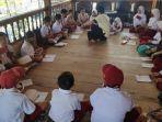 puluhan-siswa-sd-di-desa-cenrana-baru-kecamatan-cenrana-terpaksa-belajar.jpg