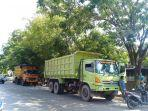 puluhan-truk-berjejer-menunggu-solar-di-spbu.jpg