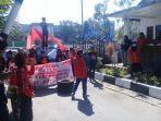 puluhan-warga-dan-mahasiswa-dari-kecamatan-tallo-berunjukrasa.jpg