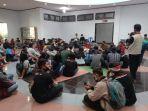 puluhan-warga-leppan-demo-di-gedung-dprd-tana-toraja-jumat-2592020.jpg