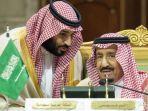 putra-mahkota-saudi-mohammed-bin-salman-kiri-berbicara-dengan-raja-arab-saudi-salman.jpg