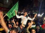 rakyat-palestina-rayakan-gencatan-senjata-dengan-israel-p.jpg