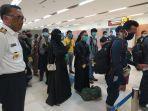 rapid-test-santri-asal-jawa-timur-yang-baru-tiba-di-bandara-sultan-hasanuddin.jpg
