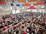 ratusan-jemaah-melaksanakan-salat-jumat-perdana-di-masjid-99-kubah-di-cpi-2.jpg