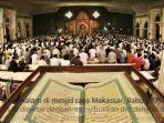 ratusan-jemaah-mengikuti-salat-malam-di-mesjid-raya-makassar-rabu-87-dini-hari.jpg