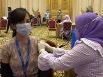 ratusan-masyarakat-di-kecamatan-panakkukang-mengikuti-proses-vaksin-gratis-266221.jpg