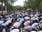 ratusan-pendukung-organisasi-hizbut-tahrir-indonesia-hti_20180507_163356.jpg