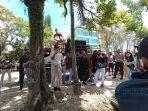 ratusan-warga-toraja-utara-gelar-aksi-demo-di-depan-kantor-pn-makale.jpg