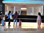 reception-melayani-tamu-di-area-lobi-hotel-aston-jalan-sultan-hasanuddin-makassar-1.jpg
