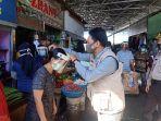 relawan-milenial-makassar-melakukan-aksi-bagi-bagi-seribu-faceshield-1.jpg