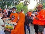 relawan-sermani-dan-dp-521-mengunjungi-korban-banjir-blok-10-kelurahan-manggala2.jpg