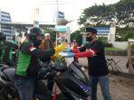 relawan-yayasan-gerak-bersama-indonesia-ygbi-bagi-bagi-takjil-di-jl-tun-abdul-razak.jpg