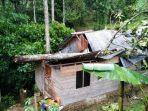rumah-warga-di-bayo-limbu-kelurahan-sarira-kecamatan-makale-utara.jpg