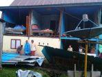 rumah-warga-di-kelurahan-coppo-kecamatan-barru-rusak-diterjang-angin-kencang.jpg