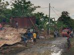 rumah-warga-yang-rusak-diterjang-angin-kencang-di-desa-pallimae.jpg