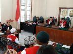 saat-sidang-putusan-koorporasi-abu-tours-di-pengadilan-negeri-pn-makassar.jpg