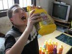 saking-asyiknya-main-game-pubg-pria-20-tahun-ini-minum-air.jpg