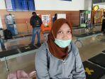 salah-satu-calon-penumpang-bandara-hasanuddin-fadila.jpg
