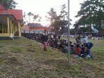 salat-idulfitri-di-desa-bonto-lojong-bantaeng-dilaksanakan-di-lapangan-sepak-bola.jpg