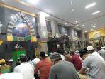 salat-tarwih-di-masjid-agung-bone.jpg