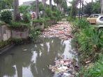 sampah-berkumpul-bisa-di-selokan_20170112_202935.jpg