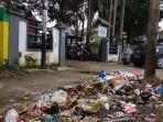 sampah-berserakan-di-batara-kelurahan-boting-kecamatan-wara-kota-palopo-rabu-2662019.jpg