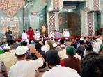 satu-keluarga-menyatakan-masuk-islam-di-masjid-al-markaz-jl-masjid-raya.jpg