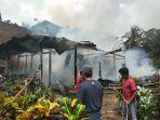 satu-rumah-kayu-terbakar-di-dusun-batutittie-wajo-sulawesi-selatan-selasa-862021.jpg