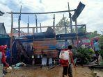 satu-rumah-panggung-rata-dengan-tanah-usai-dilalap-api-di-desa-lempong.jpg