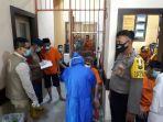sebanyak-36-tahanan-polres-luwu-utara-menjalani-rapid-test-rabu-1062020.jpg