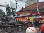 sebuah-tank-milik-tni-menabrak-gerobak-gore.jpg