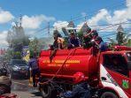sejumlah-armada-pemadam-kebakaran-diturunkan-untuk-melakukan-penyemprotan-desinfektan.jpg