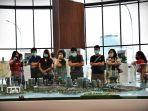 sejumlah-pengunjung-mengamati-aneka-contoh-unit-yang-ditawarkan-citraland-city-losari-1.jpg