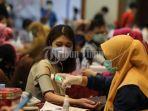 sejumlah-warga-mengikuti-vaksinasi-covid-19-yang-berlangsung-di-makassar-golden-hotel-1.jpg