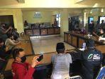 sekelompok-aktivis-di-kabupaten-bu9.jpg