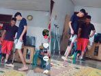 seorang-pemuda-yang-sedang-latihan-berjalan-menggunakan-kaki-palsu.jpg