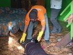 sesosok-mayat-laki-laki-dengan-mulut-berbusa-ditemukan-di-kolong-rumah-milik-warga.jpg