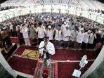 shalat-jumat-di-masjid-al-markaz-al-islami-jenderal-m-jusuf-1-2032020.jpg