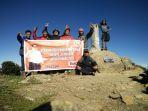 simpatisan-abdul-latif-mendaki-gunung-latimojong_20171009_111725.jpg